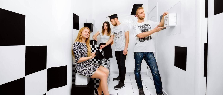 3 Фото квест комнаты Black & White в городе Львов