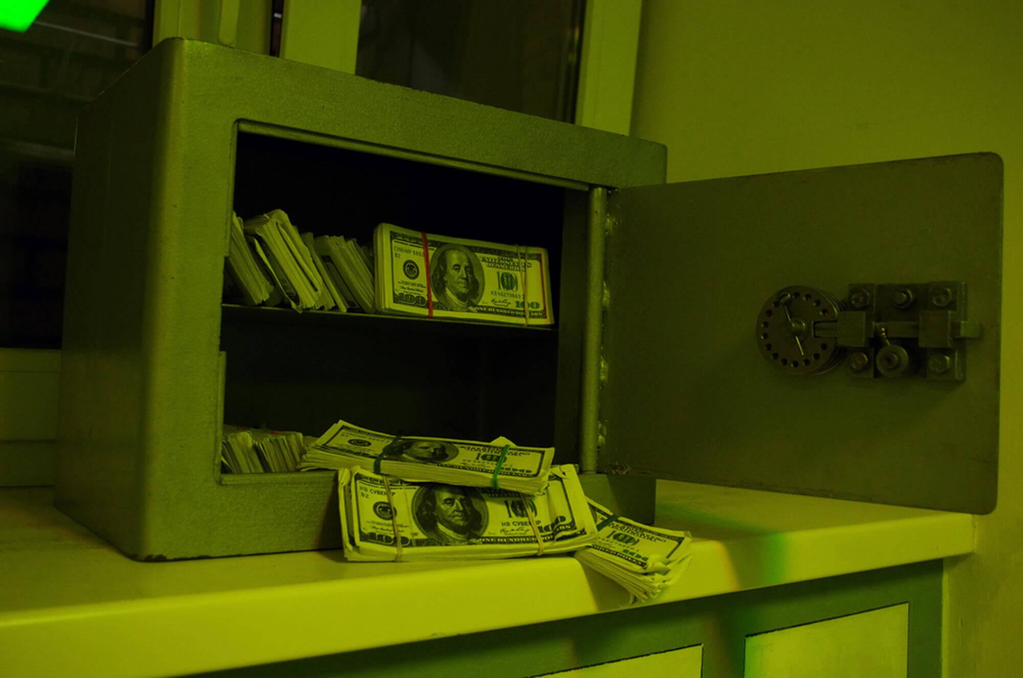 Фото  к новости Обзор Карты, Деньги, Два Ствола